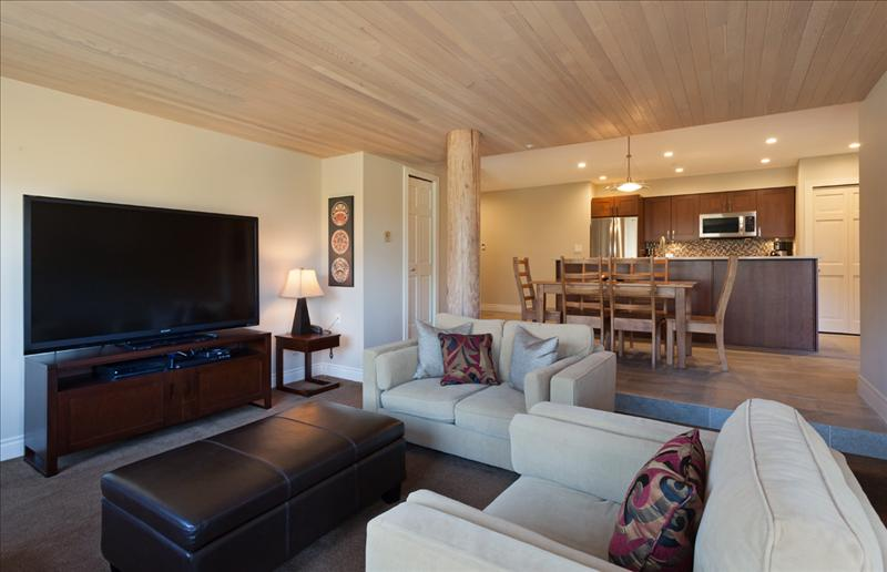 Whistler Ironwood Condo With A View -Complex Has Pool & Hot Tub! Accommodation