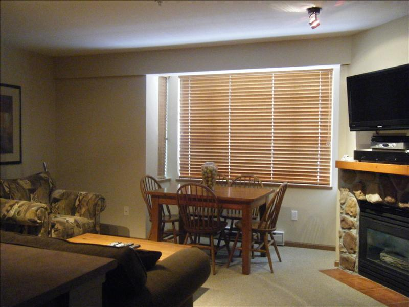 Whistler Bear Lodge -Convenient, Fully Equipped Condo. Walk to lifts!
