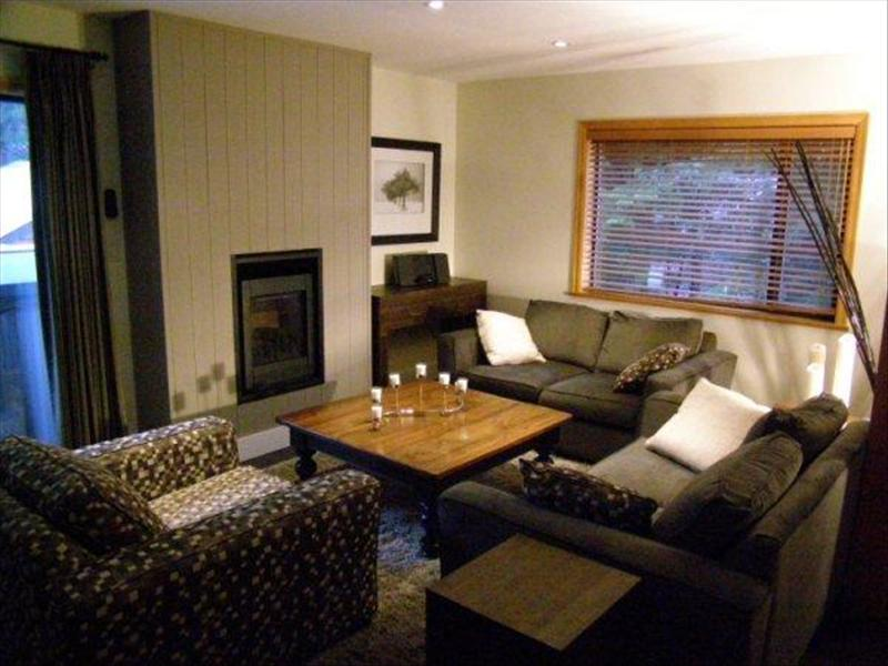 Whistler Whitegold 3 bedroom + den luxury Chalet