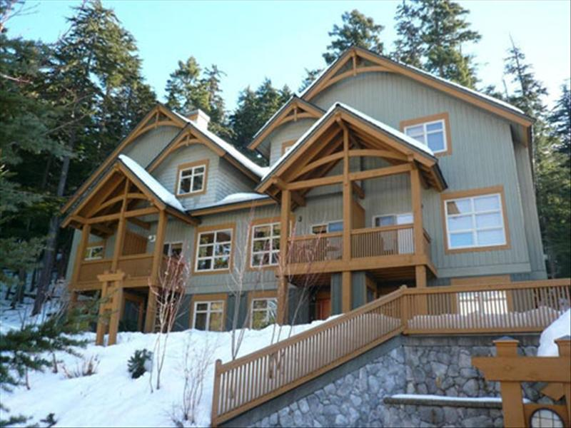 Whistler Mountain Star :: Close to Ski Trails :: Private Hot Tub, BBQ