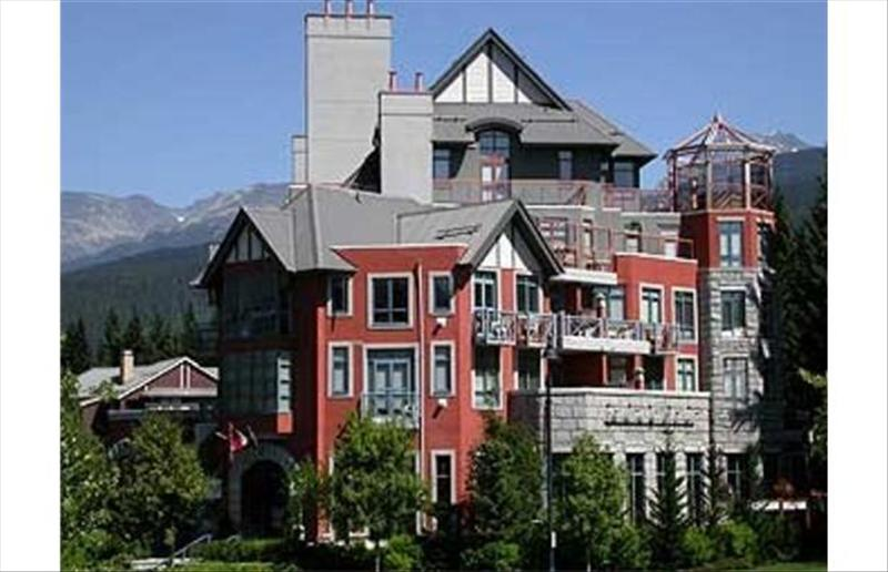 Whistler Alpenglow Studio in Whistler with kitchen :: Condo 302