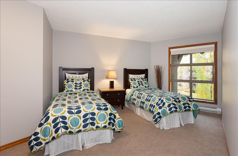 Whistler Accommodations - Spacious guest bedroom with 2 twins (can be made up as a King with advance notice) - Rentals By Owner