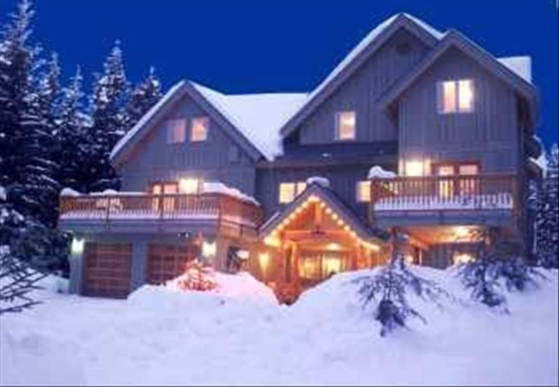 Whistler accommodations scam free lorimer ridge 4 to 8 for Whistler cabin rentals