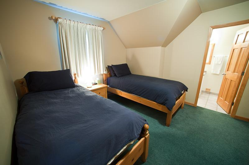 Whistler Accommodations - Room with Two Twin Beds - Rentals By Owner