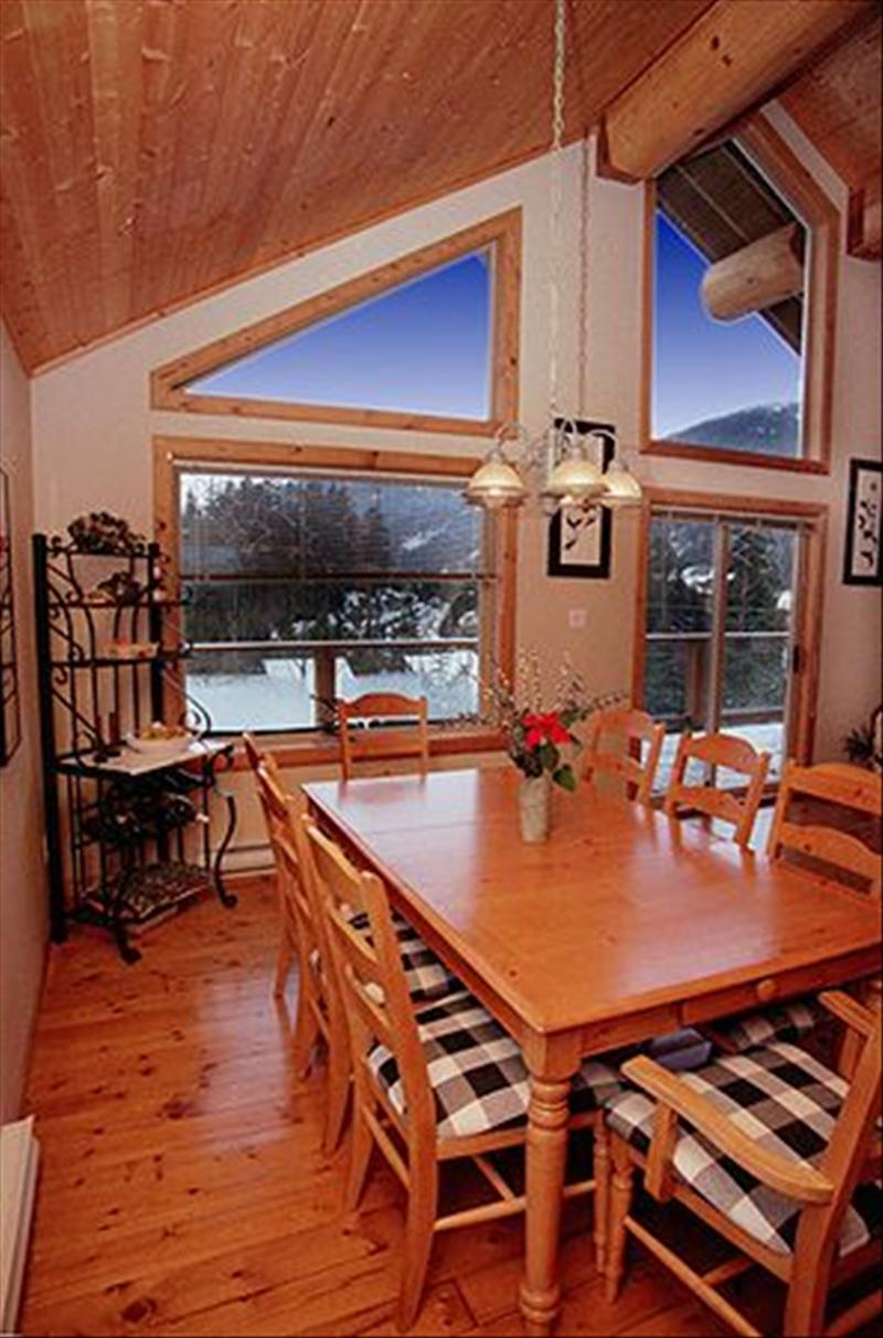 Whistler 3 BDRM CREEKSIDE CHALET, HOT TUB
