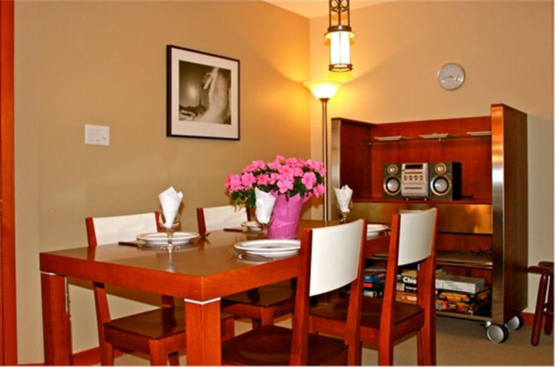 Whistler Accommodations - Dining table for 6 - Rentals By Owner