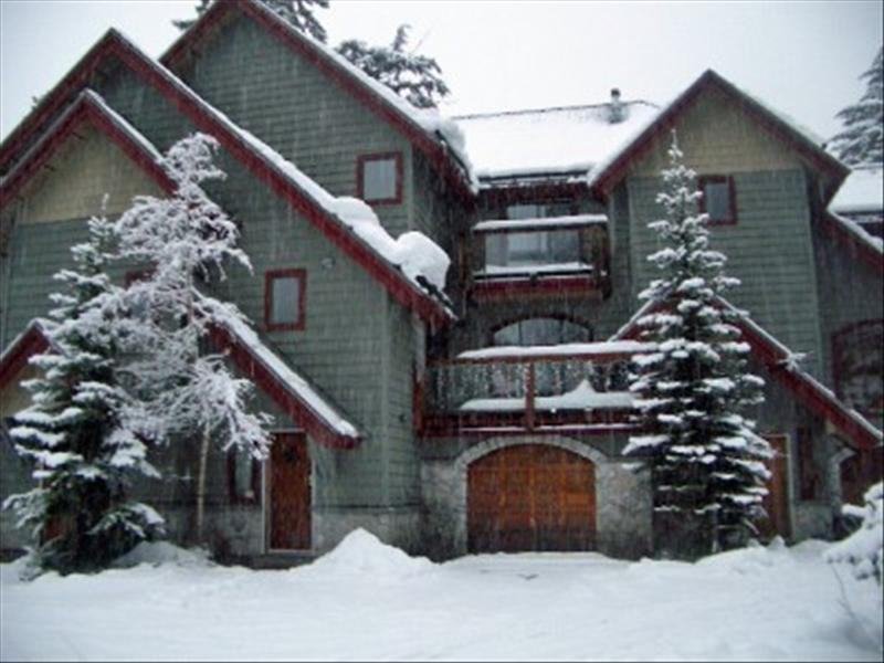 Whistler Creekside Triplex  - Walk to Gondola - Private Hot Tub