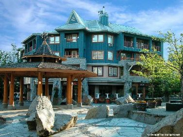 Whistler Eagle Lodge-Top Floor Corner Suite in Village Walk to lifts!