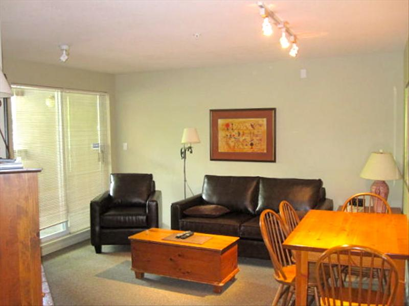 Whistler Peaceful & Quiet Central Suite - Walk to Lifts, Free Wifi!
