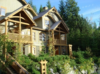 Whistler Mountain Star ski-in and ski-out with hot tub, sleeps 6-8