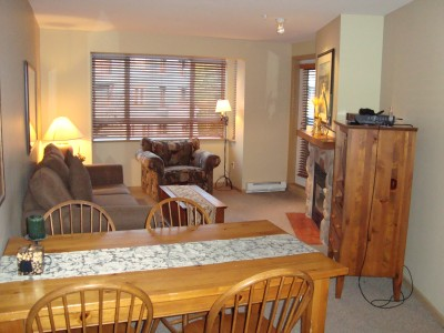 Whistler Deer Lodge - Free Wifi & Walk to the Ski Lifts