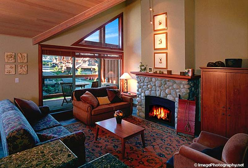 Whistler Montebello luxury 3 bdrm private hottub & views Accommodation