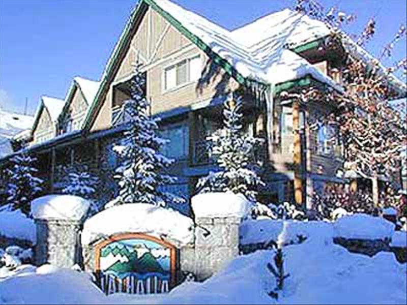Whistler Valhalla Deals - View, Hot Tub, Walk to Skiing - Renovated