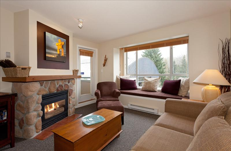 Whistler Eagle Lodge Central Suite- Views of Blackcomb & Free Wifi